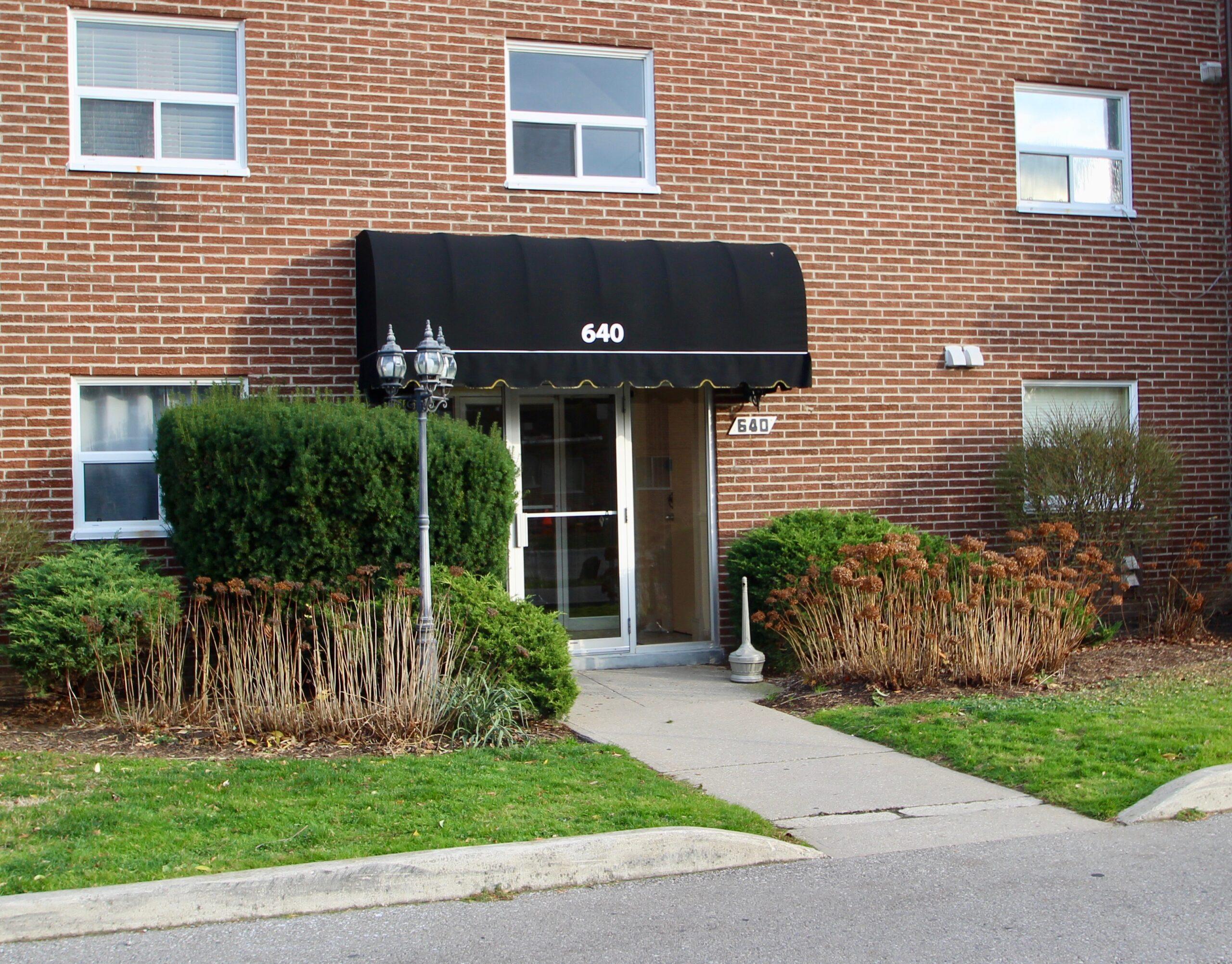306-640 Grey St.