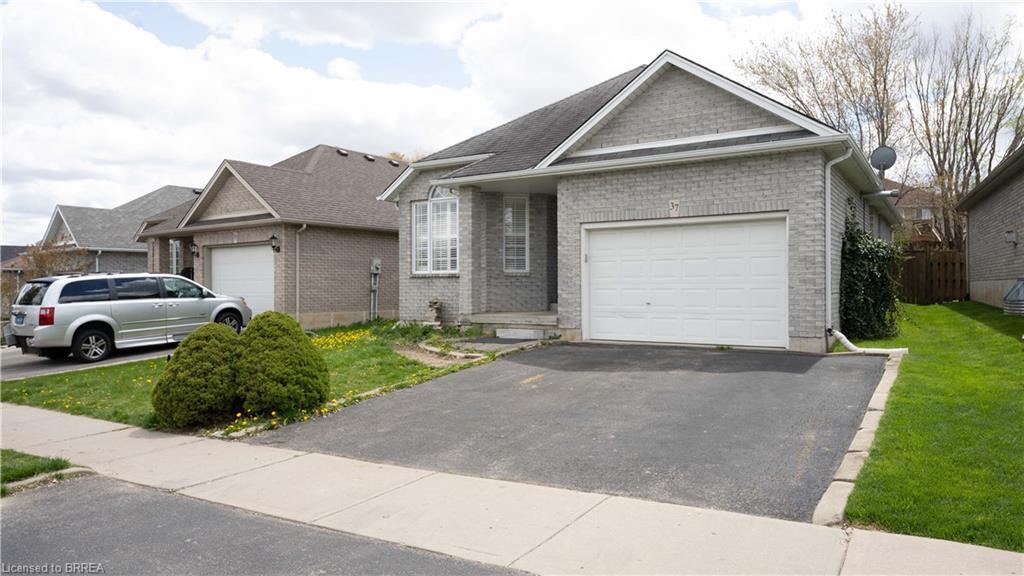 37 MCGUINESS Drive, Brantford, Ontario N3T 6M6