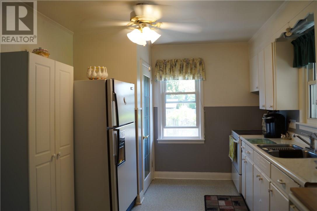22 Manor Road, St. Catharines, Ontario  L2N 3B5 - Photo 16 - 30658242