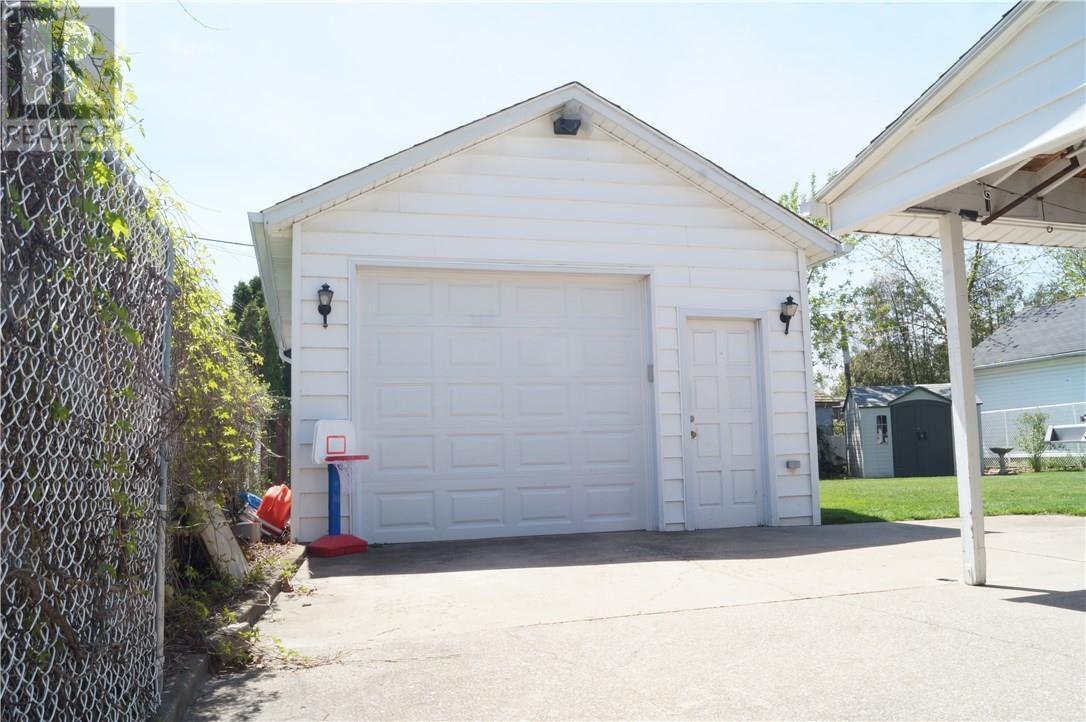 22 Manor Road, St. Catharines, Ontario  L2N 3B5 - Photo 4 - 30658242