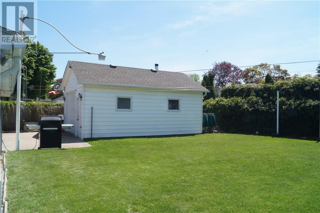 22 Manor Road, St. Catharines, Ontario  L2N 3B5 - Photo 7 - 30658242